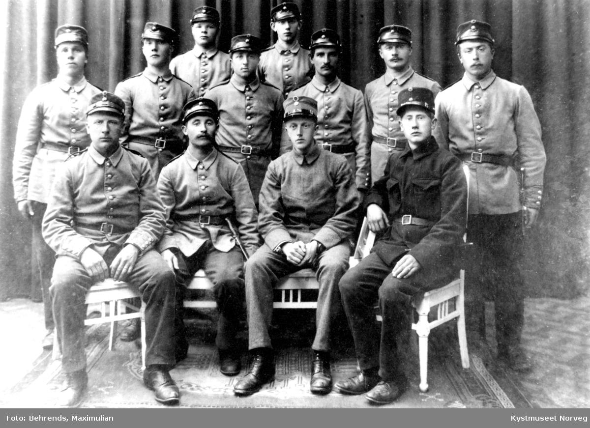 Ukjente menn i millitær-uniform