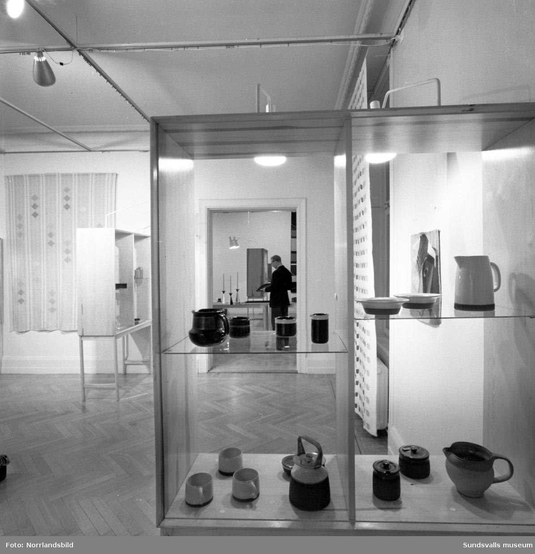 Konstutställning på Sundsvalls museum, svenskt hantverk. Skulpturer av Folke Truedsson. (Spacc?)