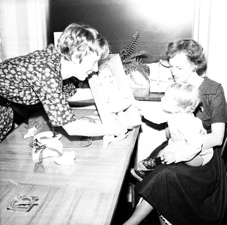 "Enligt notering: ""Lions barnfest Tiger 10/1 1960""."