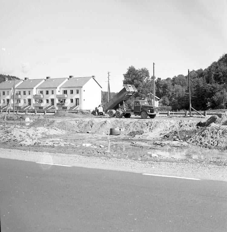 """Enligt notering: """"Vägfyllning Ljungskile Sept -60""""."""