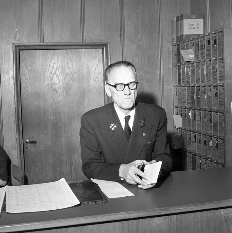 "Enligt notering: ""Rotaryguvernören Dec 1960""."