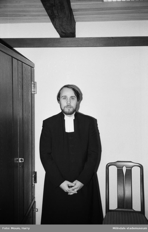 Den nya prästen Björn Fyrlund i Kållereds församling, år 1983.  För mer information om bilden se under tilläggsinformation.