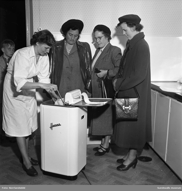 Demonstration av Hoover tvättmaskin.