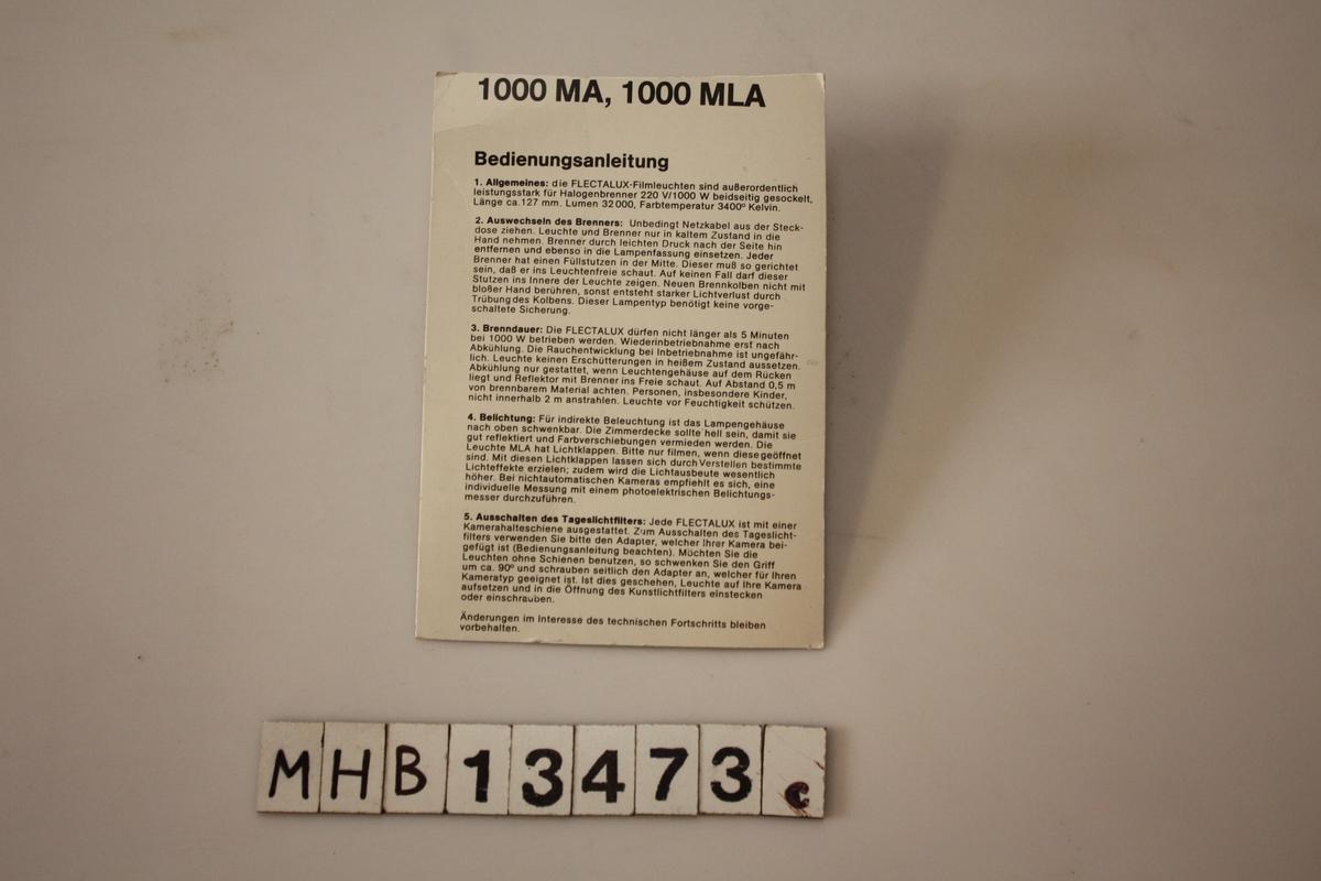 Tyskspråklig bruksanvisning til filmlampe Flectalux 1000MA/MLA. Klippet fra originalemballasje.