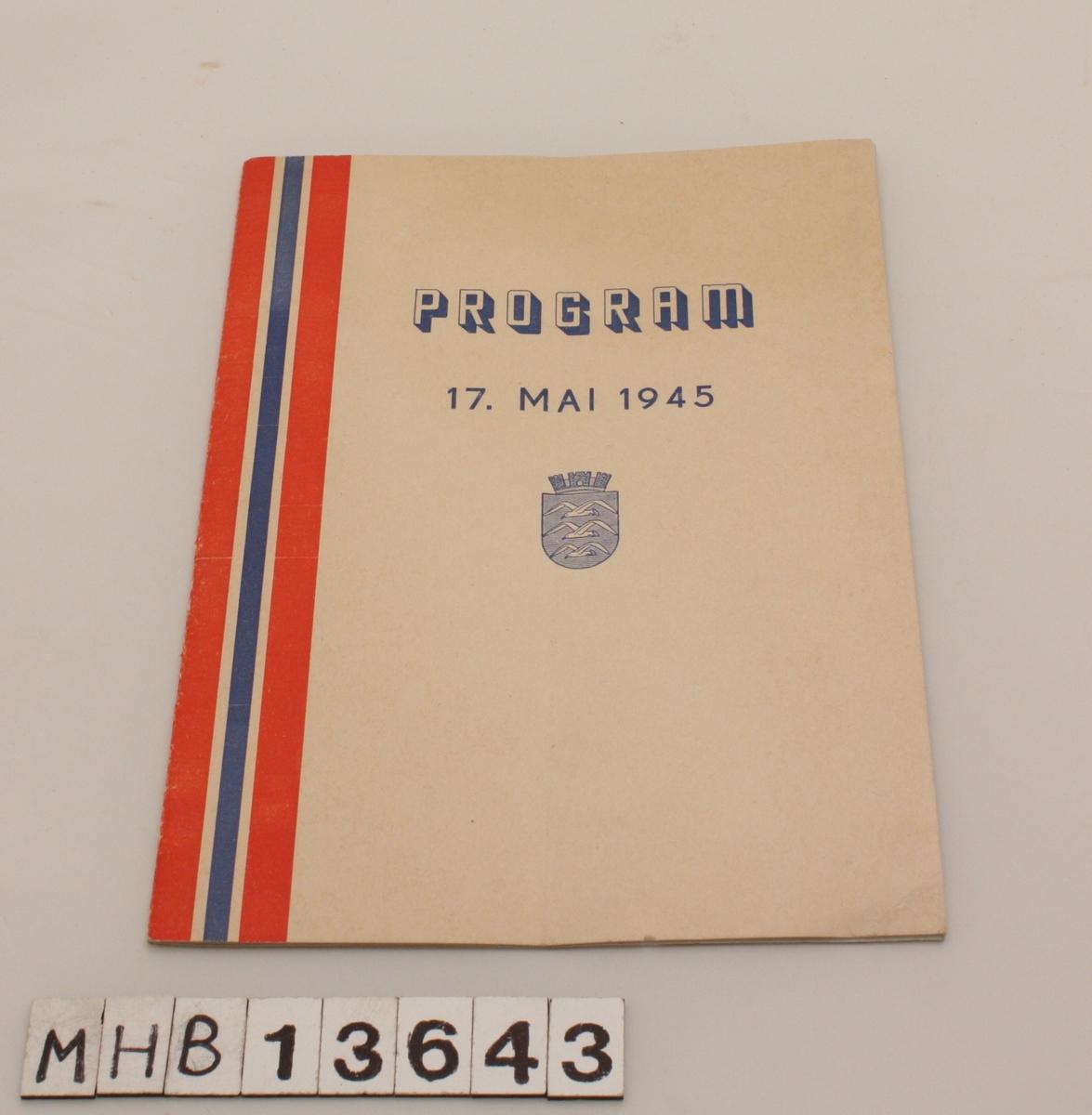 Rektangulært program for 17. mai 1945. På forsiden er til venstre et langt bånd i det norske flaggets farger. Under tittel er Haugesund kommunevåpen. Heftet inneholder program og sanger.