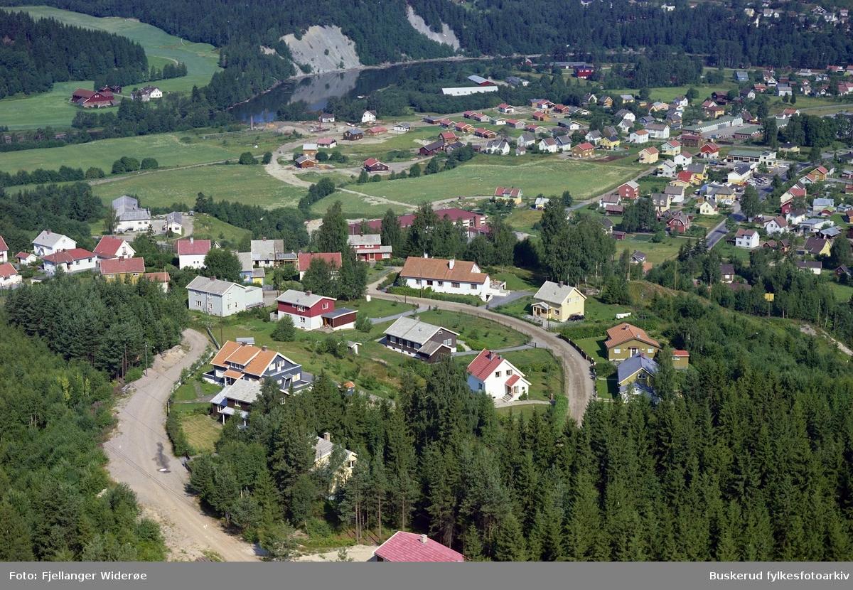Arnegårdsveien Med Eilkli området i bakgrunnen