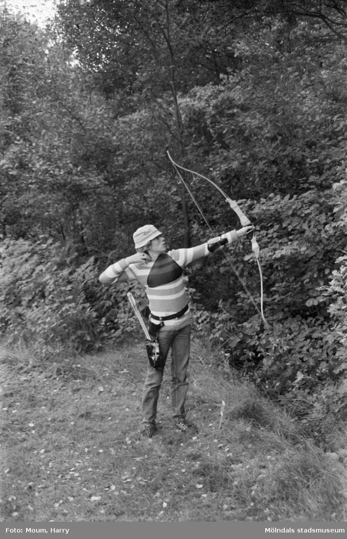 Bågskytt i Lindome bågskytteklubb, år 1983. Morgan Lundin.  För mer information om bilden se under tilläggsinformation.