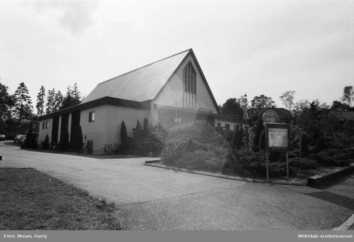 Pingstkyrkan på Baazgatan 9 i Mölndal, år 1983.  Fotografi taget av Harry Moum, HUM, Mölndals-Posten, vecka 37, år 1983.