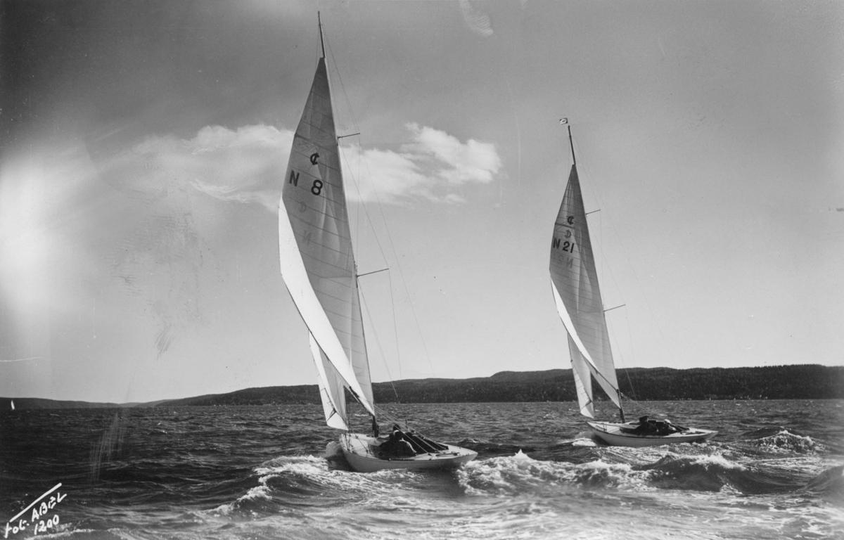 Fartyg:  Bredd över allt 2,05 meter Längd över allt 10,15 meter  Konstruktör: Aas, Bjarne Övrigt: Båtarna har segelnumren N8 och N21
