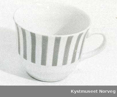 Violette striper på øverste del av koppen
