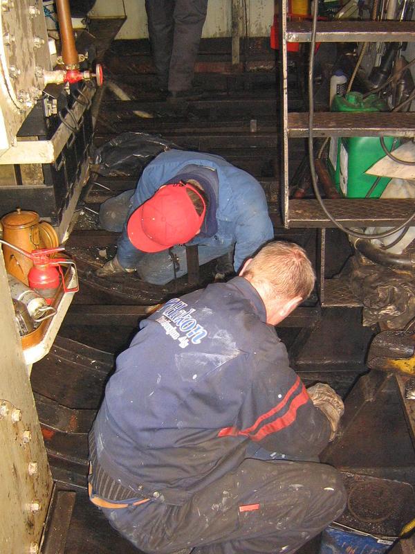 Rengjøring av maskinrommet på MB Mørkfos
