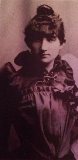 Damen i Berlin, Portrett Dagny m salamandrenål (detalj av søsterportrett), foreløpig. Foto/Photo
