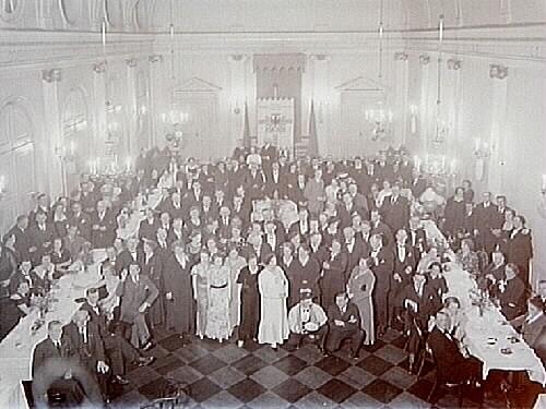 Hantverksföreningens fest i Frimurarlogens festsal, gäster vid bordet.