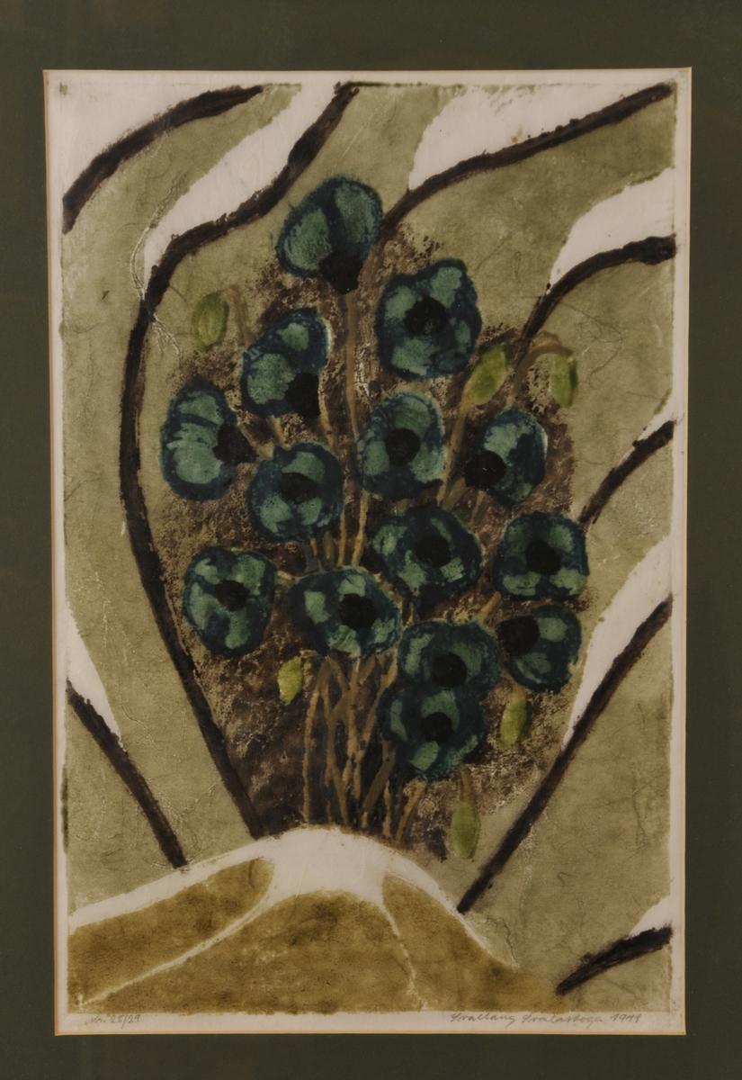 Ein klase med grøne bolomar i eit abstrakt motiv i grøne, brune og kvite fargar