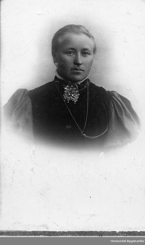 Birgit T. Brandvoll (1886-1925), gift Embre.