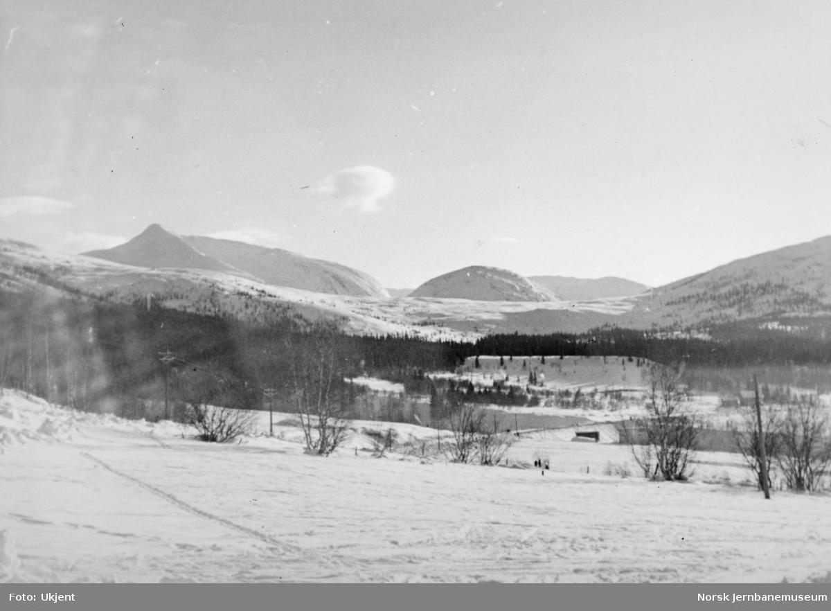 Anlegget Mosjøen-Mo i Rana : Drevvatn med Lukttind til venstre