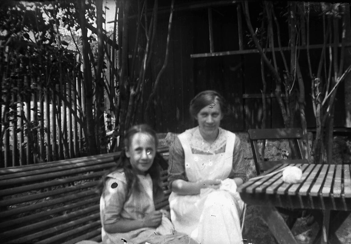 En kvinna och en flicka.Kerstin Pettersson och Ingrid Pettersson (givarens fastrar).
