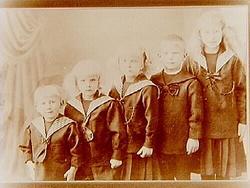 Fem barn. AB A.P. Hallqvist. Syskonen Hallqvist. Från väns
