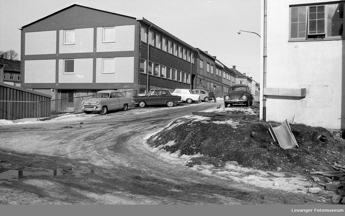 Motiver fra Trehusbyen og Bruborgsida.  Renbjørs nybygg ca 1966.