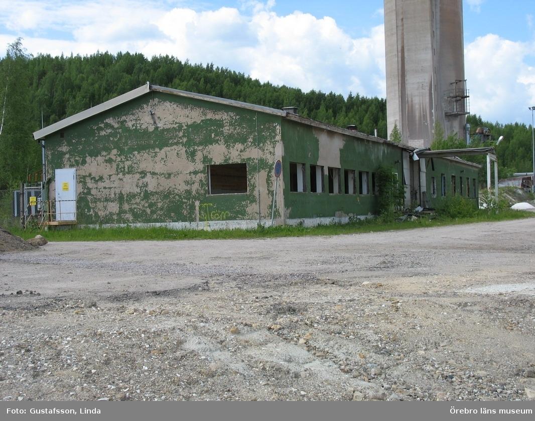 Yxhultprojektet, etapp 1, inventering av Yxhultsbolagets industriområden samt lämningar i landskapet.Kvarntorp 6:1, Kvarntorps industriområde. Kraftverksstation/verkstad. Exteriör. Riven 2006.