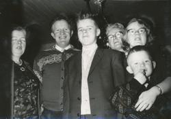 Tjåland familiar. Frå venstre Olga f. Haugstad (1919 - 2000)