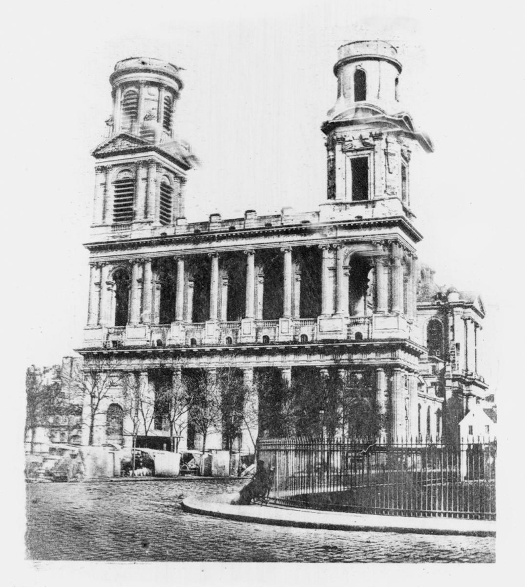 Fotogravyr. Gjort efter ett collodiumnegativ på glas. Belyst genom ett hartsraster. Kyrkan St Sulpice i Paris.