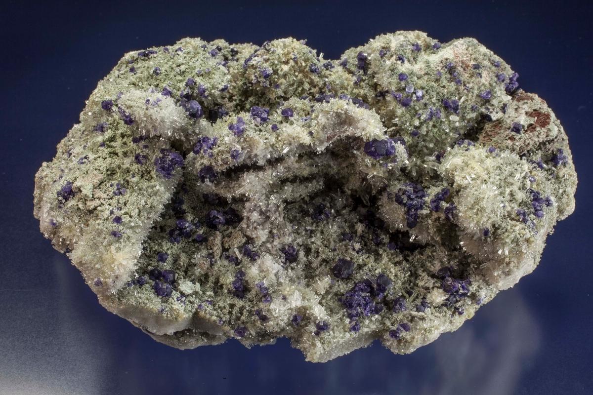 Blåfiolett fluoritt xls på kvarts xls.