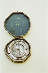 Solur med kompass, rese