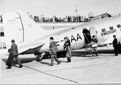 Flygpassagerare från London anländer till Bromma flygfält me