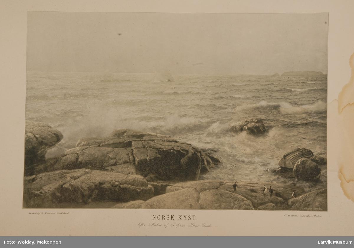 Norsk kyst: Svaberg, fugler, båtvrak ligger iblant klippene.  Båt som ligger oppned, bølger med skumtopper, grønnskjær