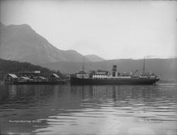 Hurtigruteanløp ved Ørnes. Bildet er tatt mellom 1925 og 194