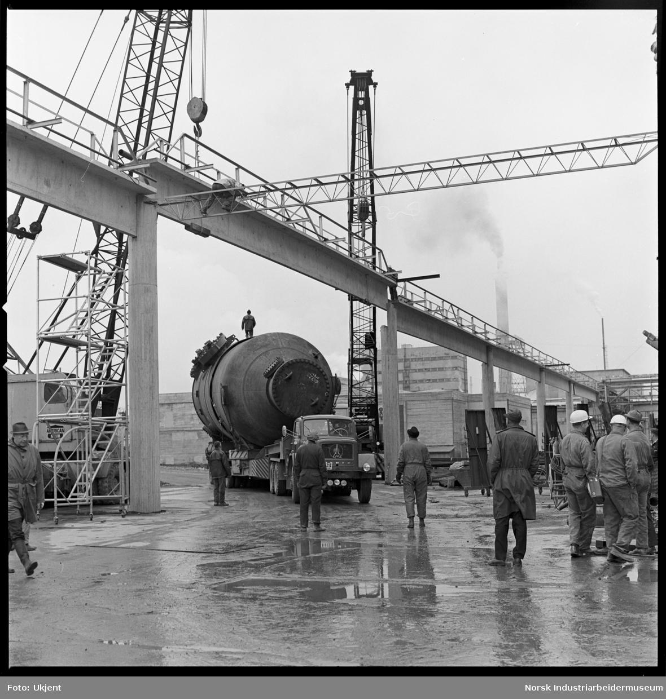 Frakt av 100 tonns konverter til N II-anlegg.