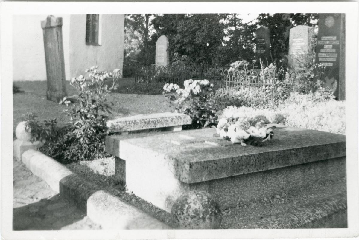 Färgelanda, Torps kyrkogård. Johanna Brunssons grav.