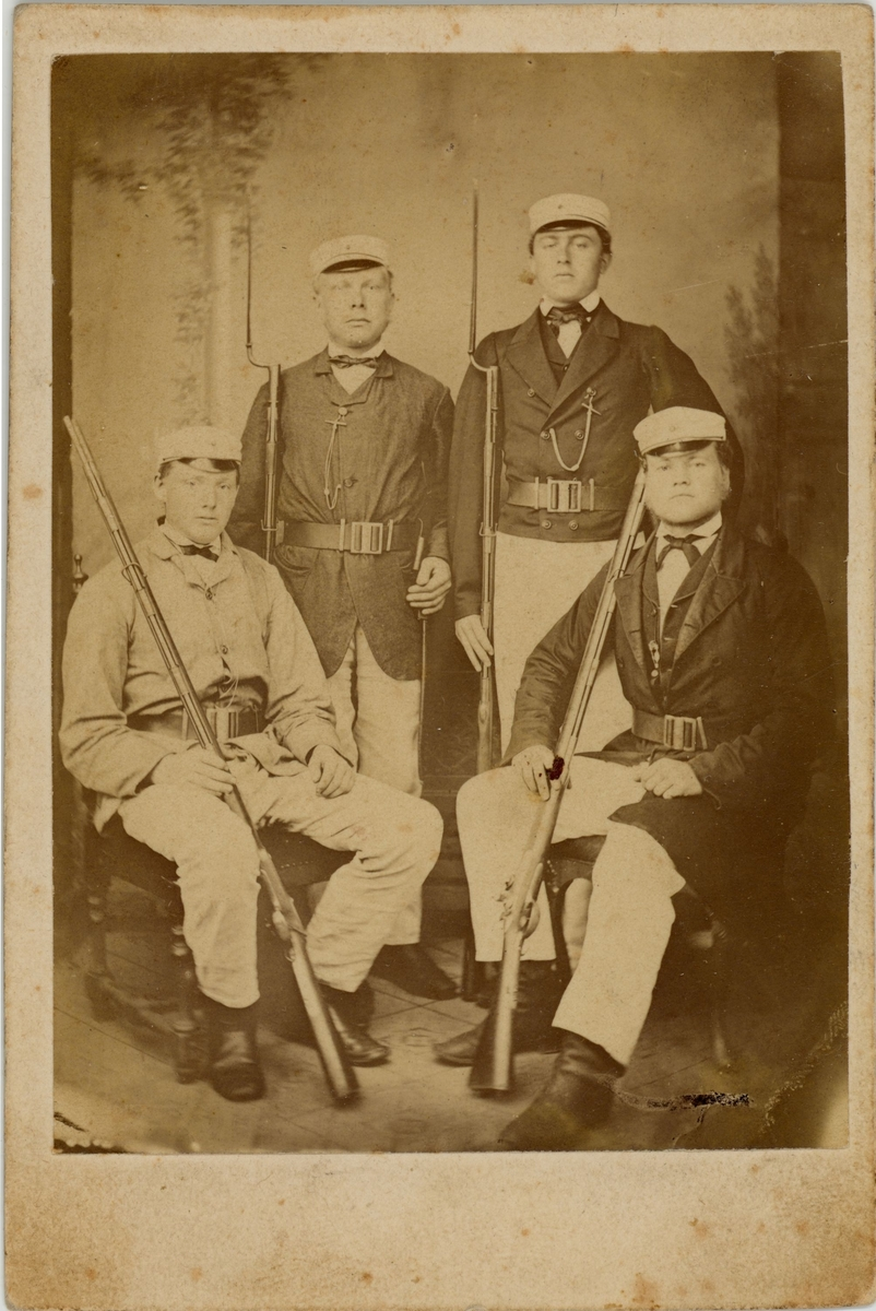 4 menn, heilfigur, uniform, Christiansand i August 1869