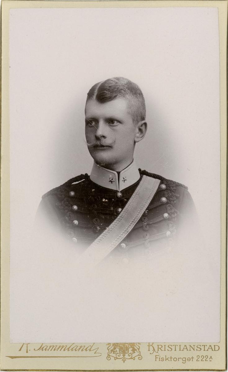 Porträtt av Otto Magnus Francke, kapten vid Wendes artilleriregemente A 3.  Se även bild AMA.0007235, AMA.0007248,AMA.0007247, AMA.0009474 och AMA.0007335.