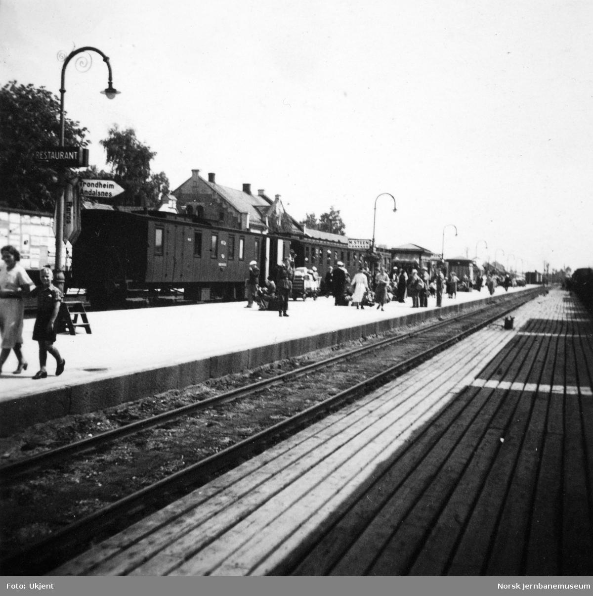 Hamar stasjon med Rørosbanens dagtog