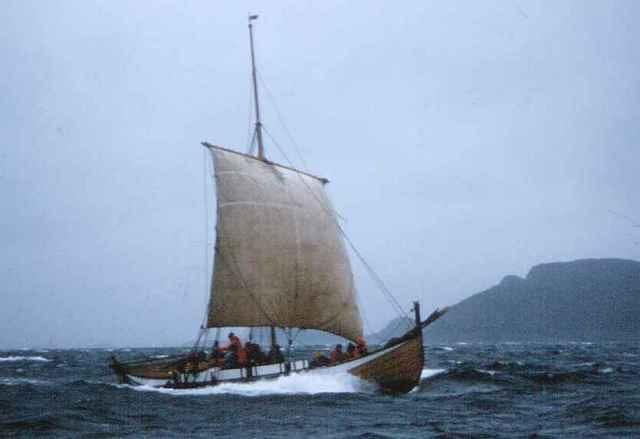 Gamle Skårungen i frisk seilas