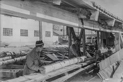 Birger Ruud på arbeid i sagbruk