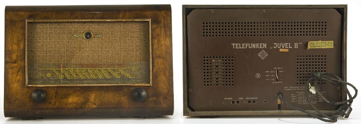 Rektangulær radiokasse av nøttetre. Lakkert. To kontrollknotter, strømkabel.