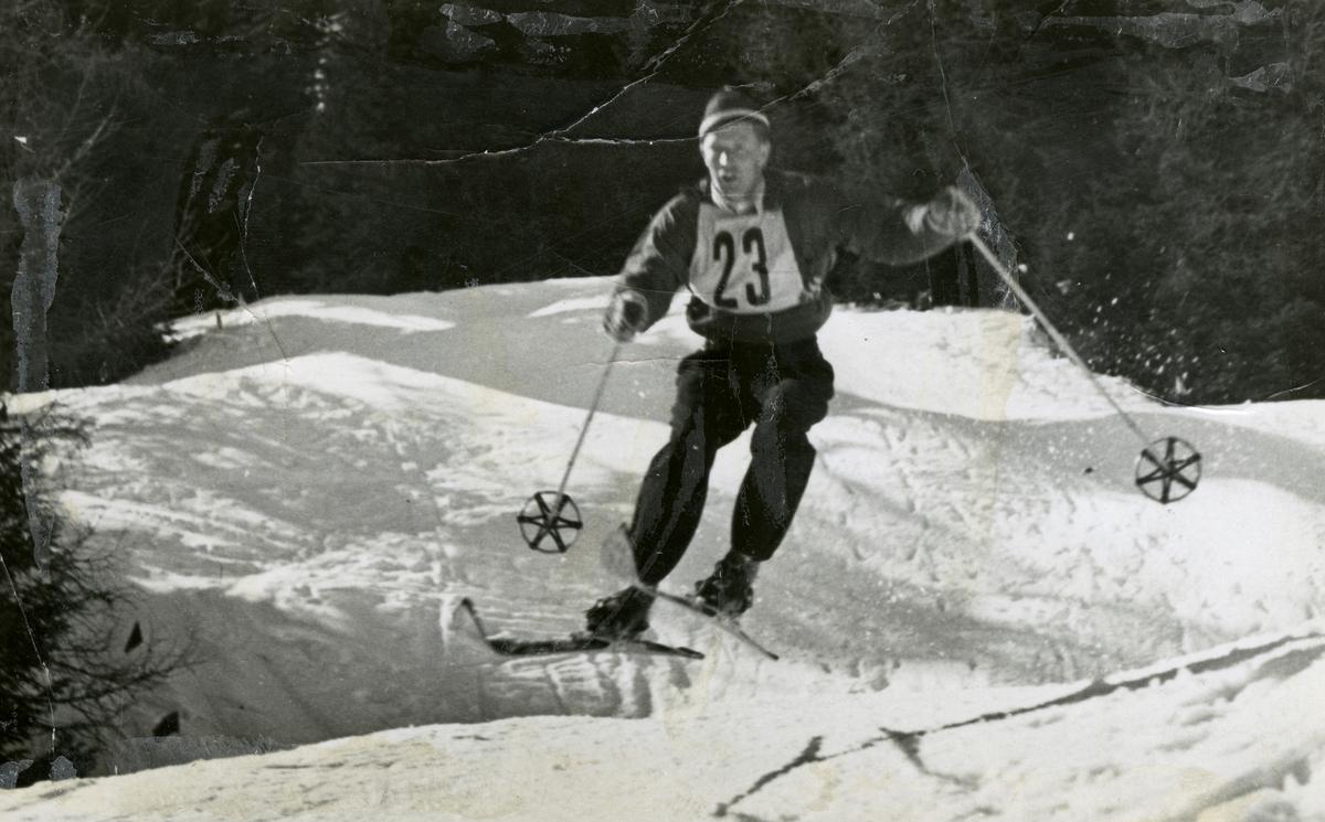 Athlete Birger Ruud in downhill racing