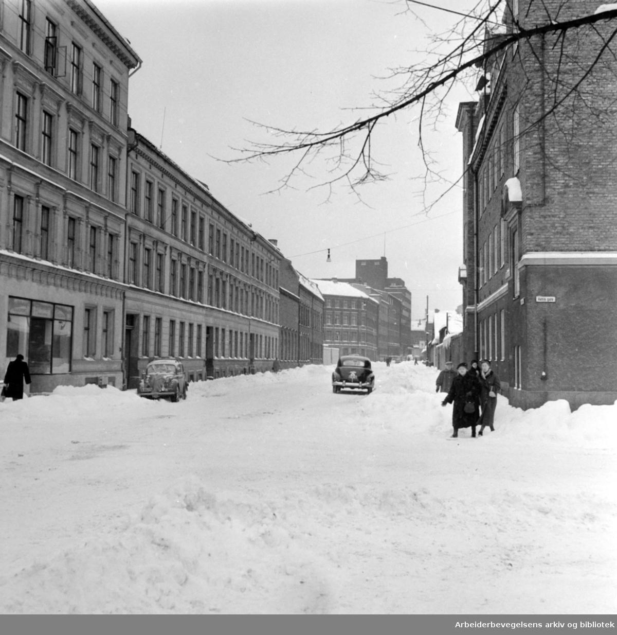 Krysset Heimdalsgata - Vahls gate, januar 1958.