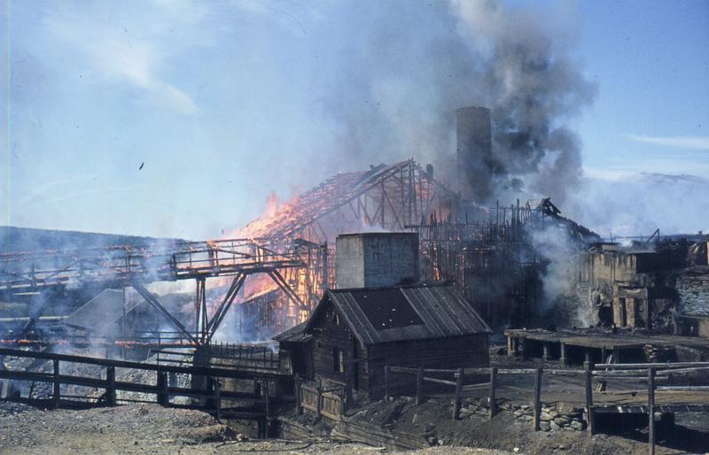Smelthytta i brann 1975 (Foto/Photo)