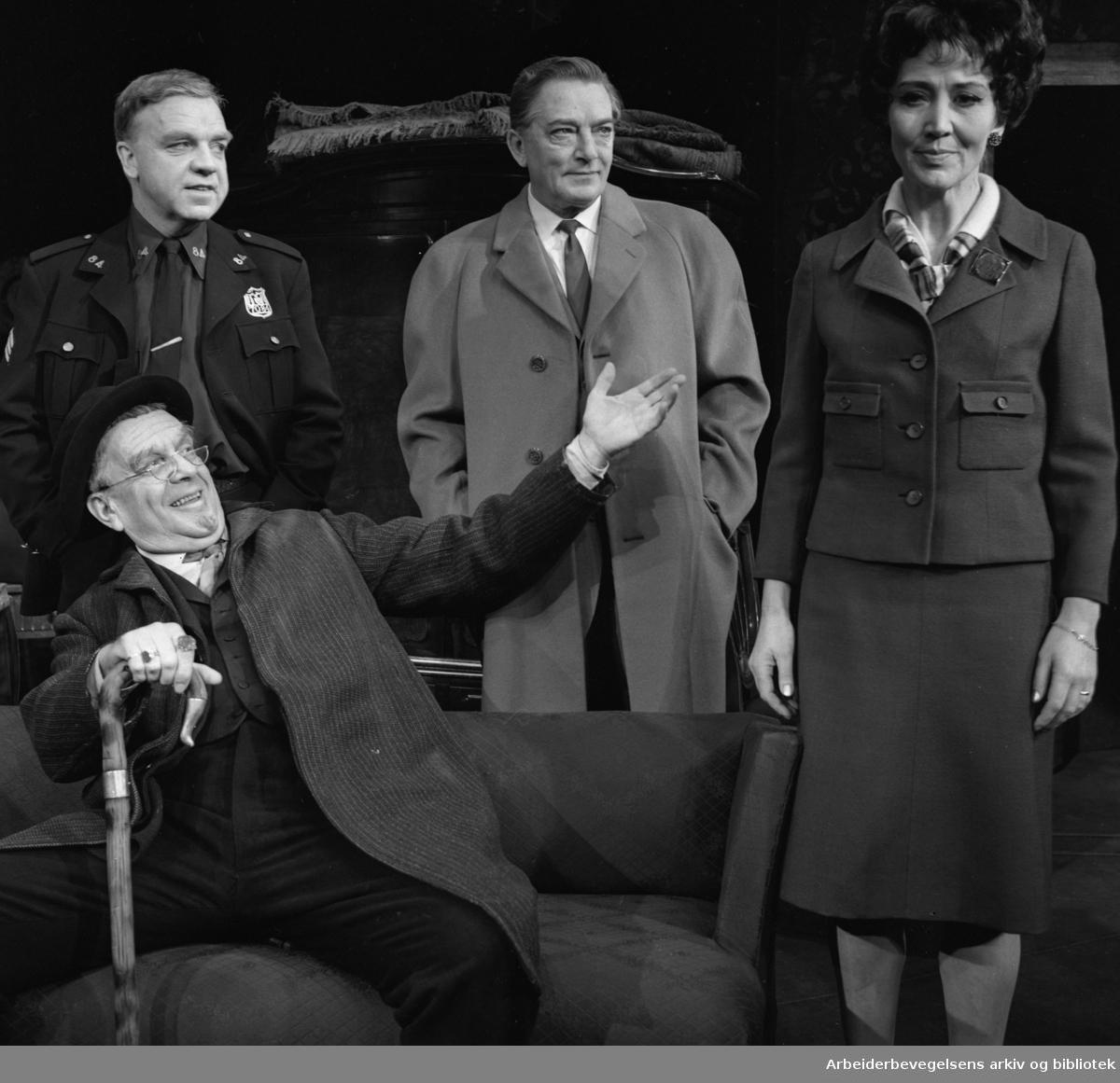 Nationaltheatret..PRISEN av Arthur Miller. Premiere 27.11.1968..Med Henki Kolstad, Helen Brinchmann, Stein Grieg Halvorsen og Georg Løkkeberg.