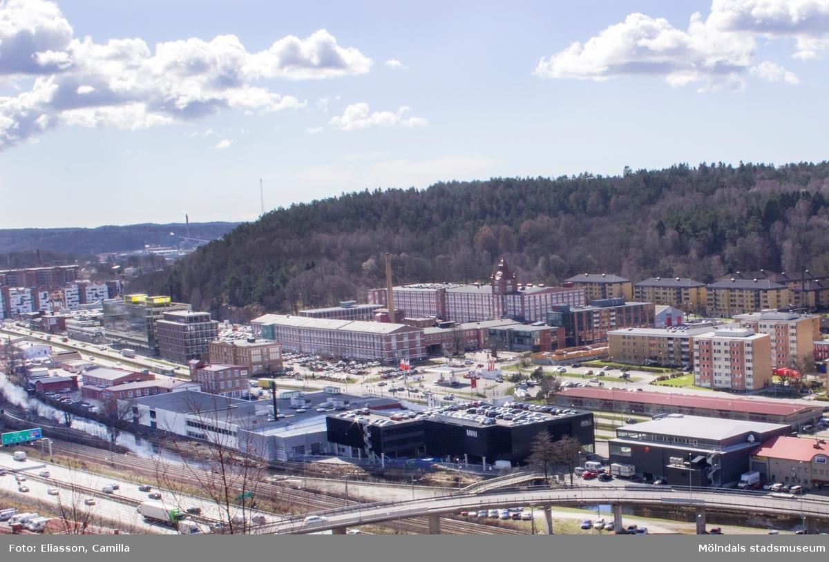 Krokslätt hade förr karaktären av en bruksort med Mölnlyckefabriker som det största företaget. Fabrikerna är borta och i dess ställen finns många företag i kunskaps- och tjänstesektorn. Krokslätt har dessutom vuxit ihop med både Mölndal och Göteborg och blivit en sammanlänkande del mellan städerna.