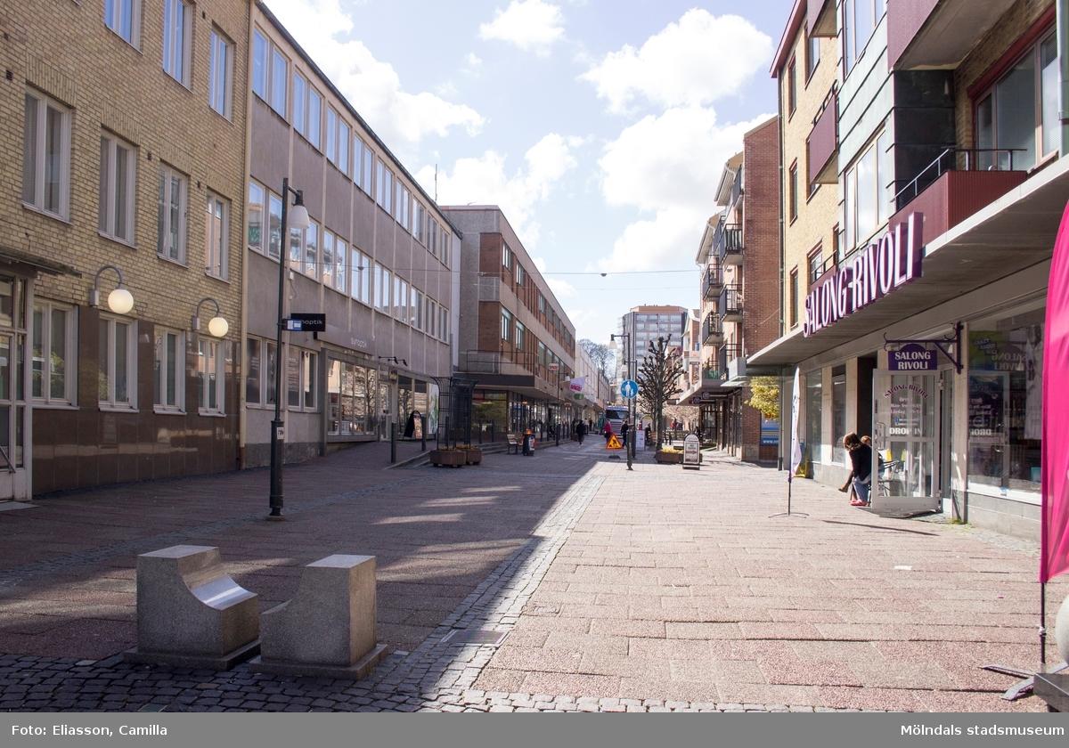 På 1940-talet bodde skådespelerskan Ulla Jacobsson här. Längst fram i mitten ser man ett höghus på Storgatan 32A. Området är delvis rivet och nybyggnation är på gång.