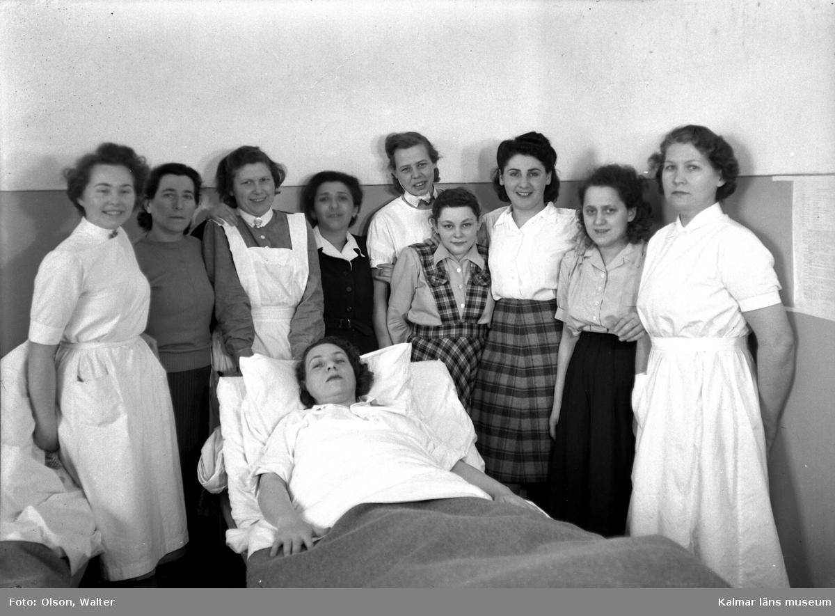 När de vita bussarna avslutat sina transporter tog de vita fartygen vid. Dessa förde svårt sjuka koncentrationslägerfångar till beredskapssjukhus i Sverige. Till Kalmar kom fartyget Prins Carl sommaren 1945 tre gånger med fångar från ett brittiskt mellanläger i Lübeck. De före detta fångarna, de flesta polska judar, inhystes på Söderportskolan. De som bedömdes ha tyfus eller TBC inkvarterades på Epidemisjukhuset på Lindö. Då det var de allra svårast sjuka som kom till Kalmar - en kvinna vägde vid ankomsten, två månader efter krigsslutet, endast 28 kg - avled flera. Två var döda vid ankomsten till Kalmar, ytterligare ett femtontal avled under vistelsen här. Dessa ligger begravda i en gemensam grav på mosaiska begravningsplatsen i Kalmar. De flesta som överlevde sjukhusvistelsen lämnade Sverige under år 1946. några for till USA, några återvände hem. I Walter Olsons journal står namnet Inga Britta Häll ifrån beredskapssjukhuset i Kalmar registrerat.