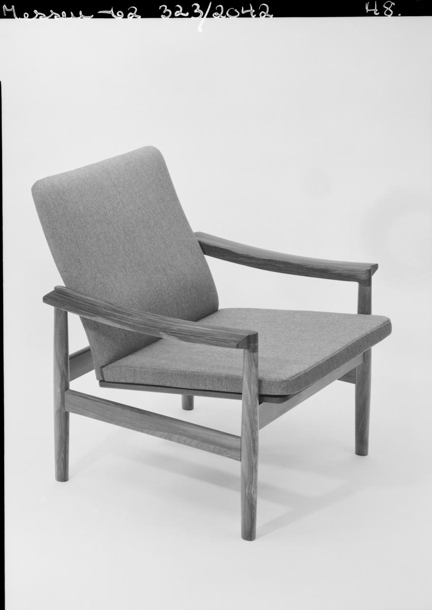 """Gjenstandsfotografier av møbler, fra fotografens register: """"møbler bl.a. messen -62"""""""