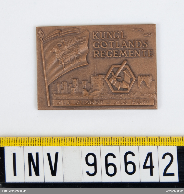 Plakett i brons för Gotlands regemente.