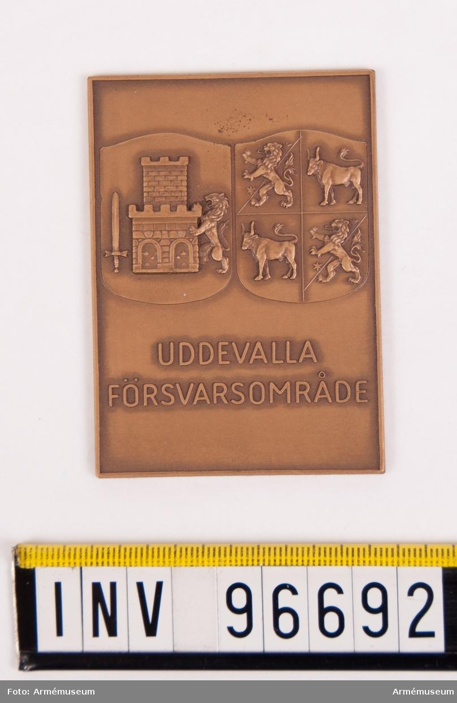 Plakett i brons för Uddevalla försvarsområde.