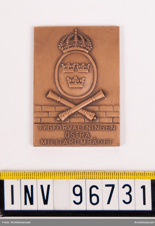 Plakett i brons för tygförvaltningen östra militärområdet.